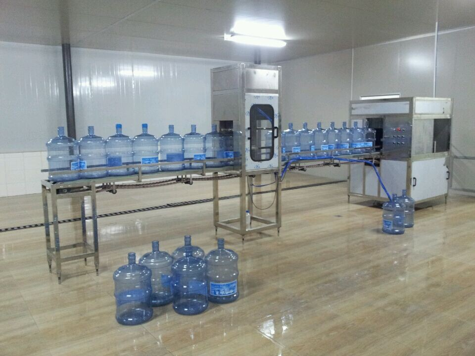 四川桶装水设备厂家 选购专业的桶装水全自动灌装机就选鲁特水处理