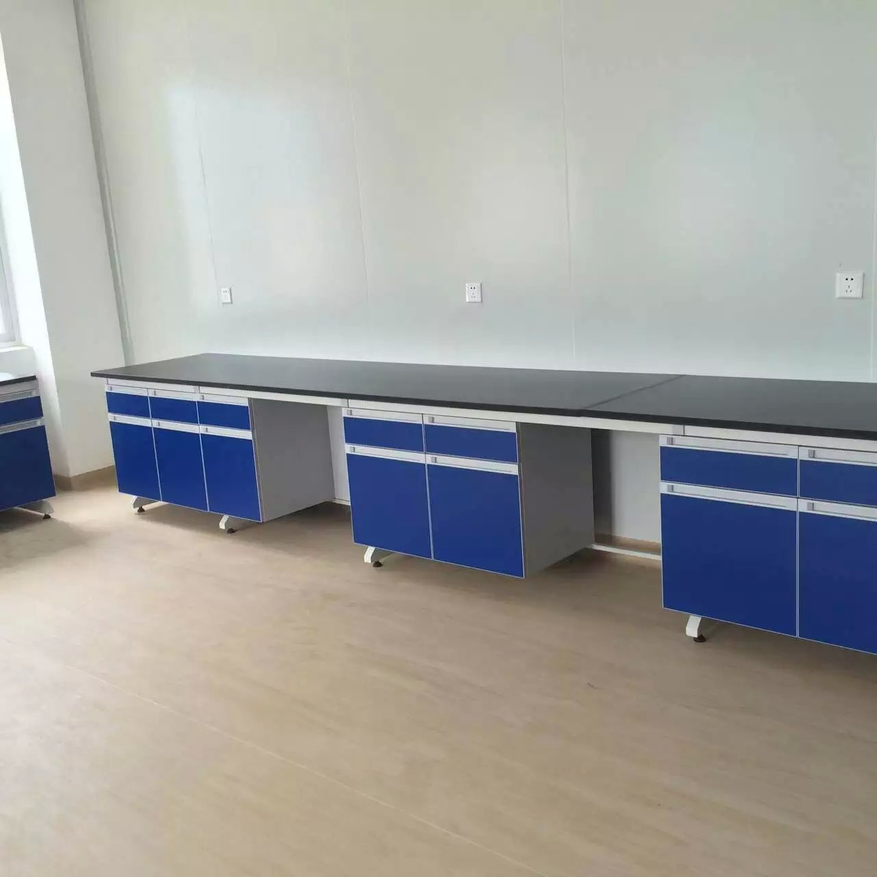 临夏实验台-兰州艾普瑞实验室设备优惠的实验台