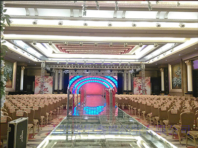 专业安装LED显示屏的商家是沈阳菁华鑫盛经贸有限公司