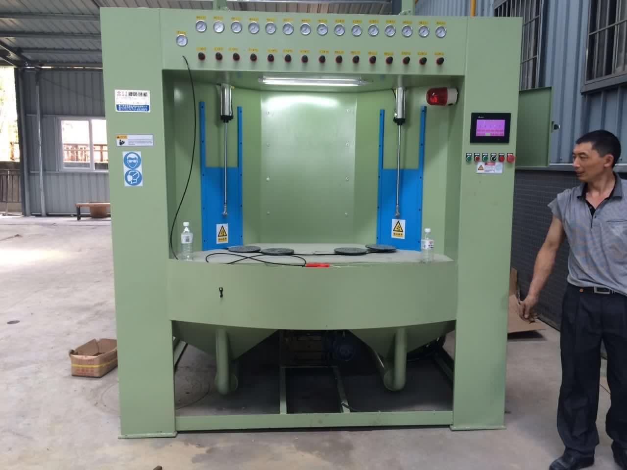 福州喷砂机生产厂家 喷砂机制造商 /厦门荣卓晟机械设备