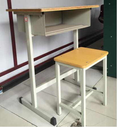 高新区№课桌椅|西安好�e用的课桌椅哪里买