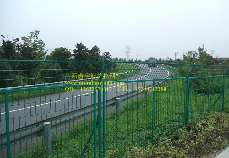 南宁公路围栏——买品质好的高速护栏网当然是到广西鑫宇海了