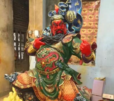 高性价关公菩萨专产玻璃钢生漆脱胎佛像寺庙用品供应,木雕佛像