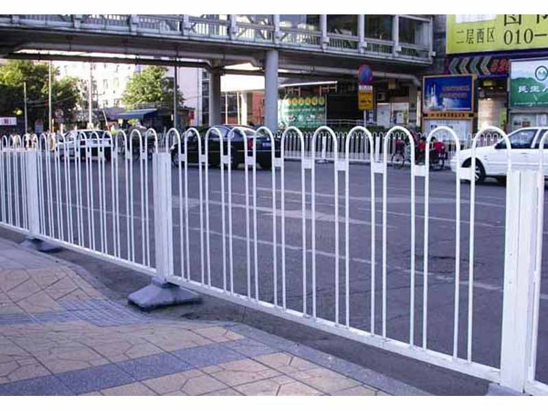 甘肃安全护栏哪家好_选质量硬的安全护栏,就到兰州熙达交通设施
