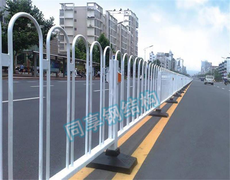 广西道路护栏批发-同享钢结构制品公司-可信赖的公路护栏供应商