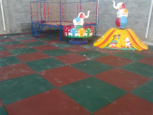 甘肃篮球场地面材料-大量供应品质有保障人造草坪足球场