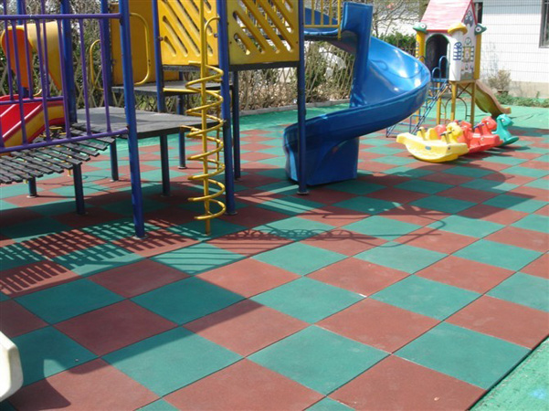 青海硅PU篮球场地面材料|供应甘肃划算的人造草坪足球场