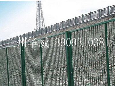兰州围栏网铁路护栏网_兰州华威金属丝网提供质量硬的铁路护栏网
