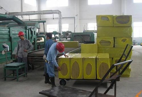 华成岩棉大中小型成套设备供应新岩棉板包装膜,岩棉板专用热缩膜厂家