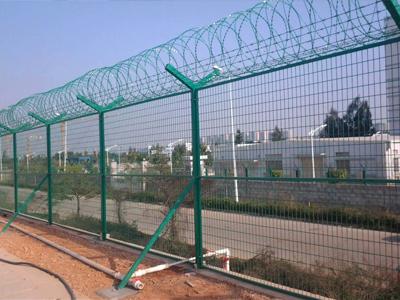 宁夏润企丝网提供质量硬的银川护栏网 固原护栏网厂家