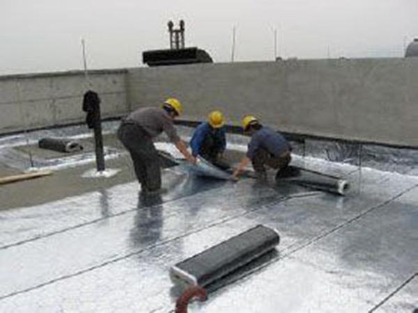 宁夏自粘高分子防水卷材-供应潍坊划算的自粘防水卷材