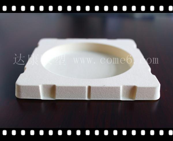 金湖植绒吸塑杯托酒托生产厂家_找植绒吸塑酒托泡壳厂家就到达康包装材料