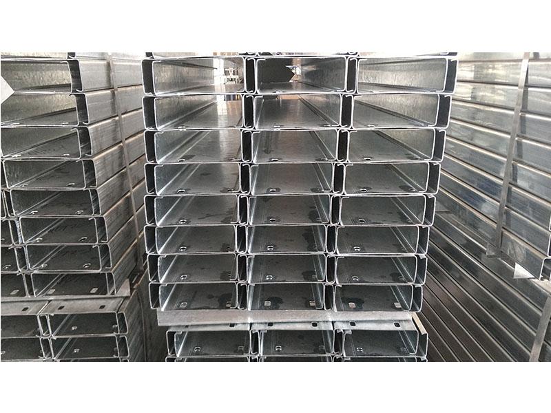 喷漆z型钢代理,价格适中的Z型钢是由宇润通金属制品提供