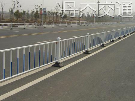 道路护栏上哪买比较好 福州道路隔离护栏