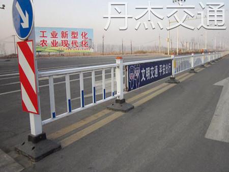 道路护栏上哪买比较好|青岛道路隔离护栏