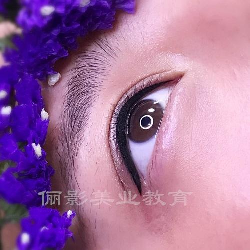 学化妆造型有前途吗-口碑好的半永久纹绣眉眼唇创业班有什么特色