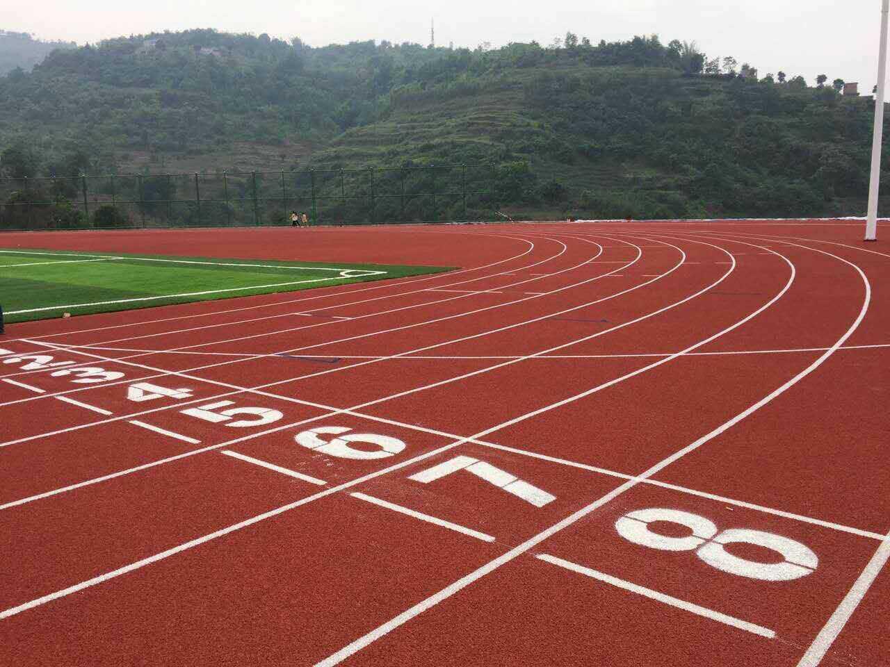 广州博华体育供应有品质的透气型塑胶跑道-自结纹塑胶跑道