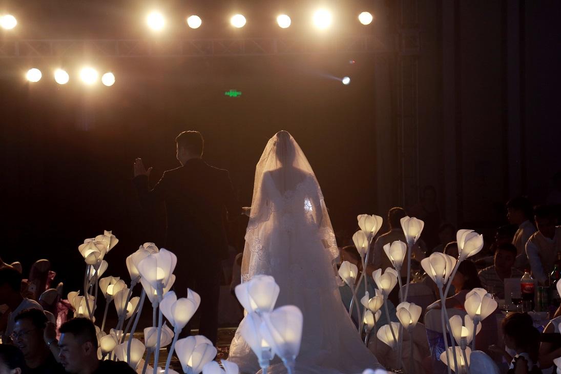 婚礼灯光音响-海南高水平的海南婚庆服务婚礼策划推荐