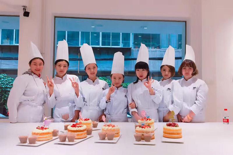 开蛋糕店培训_兰州爱蜜秀食品_有口皆碑 庆阳蛋糕创业班