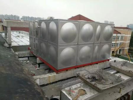 不锈钢冲压板式水箱的合理布置与贮水量的计算