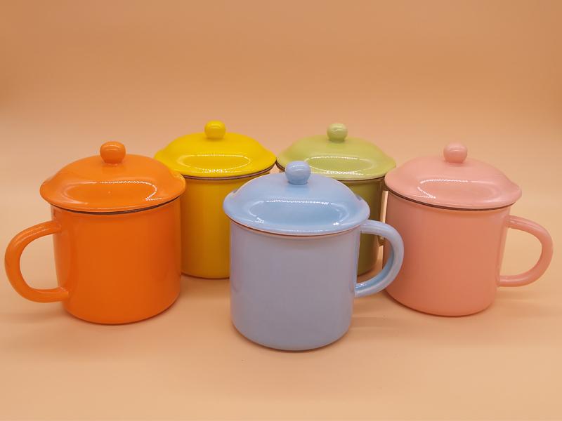 想买价格实惠的全色釉陶瓷杯水杯带盖勺就到永德福家居|陶瓷杯现货批发