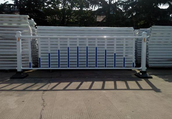 供应淄博品质好的公路护栏,淄博护栏板厂家