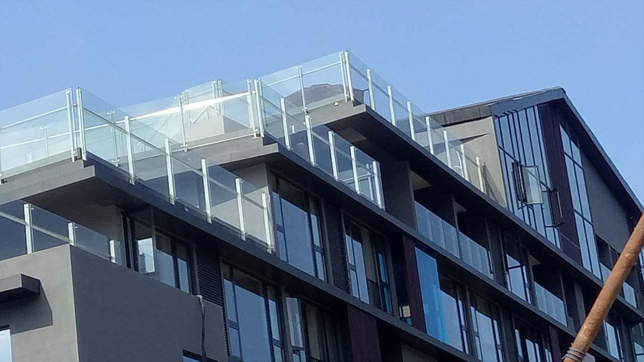 玻璃栏杆优选鹏榕建设工程价格公道-交通护栏