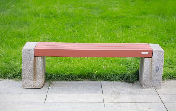 详细说明 供应【4米景观坐凳】 花廊架休闲椅 南充铸铁公园椅厂家 休闲椅厂家讲解户外休闲椅,部分椅脚为一次模具铸造成型,表面采用喷涂工艺。防紫外线照射退色,保证色彩鲜艳持久。很大程度的延长了产品使用时间. 【产品参数】椅子条厚度、长度、宽度有多种规格,椅子所用的材料有防腐木[樟子松],塑木、优质实木等,因材质等不同,价格也不同。