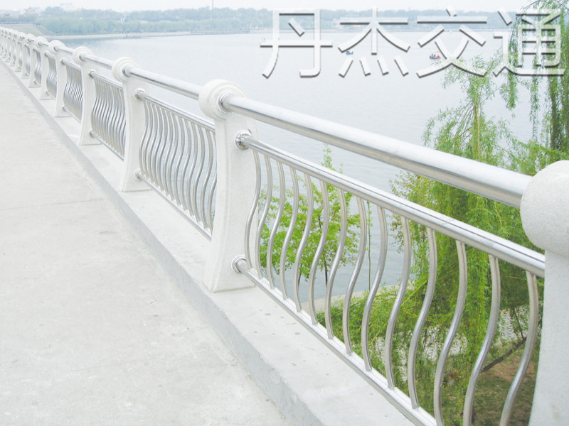 陕西桥梁护栏厂家|合格的桥梁护栏厂家在江苏