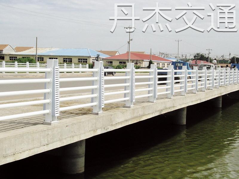 常州专业的桥梁护栏厂家_桥梁钢护栏多少钱