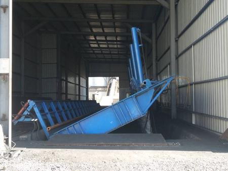 侧翻式液压卸车翻板