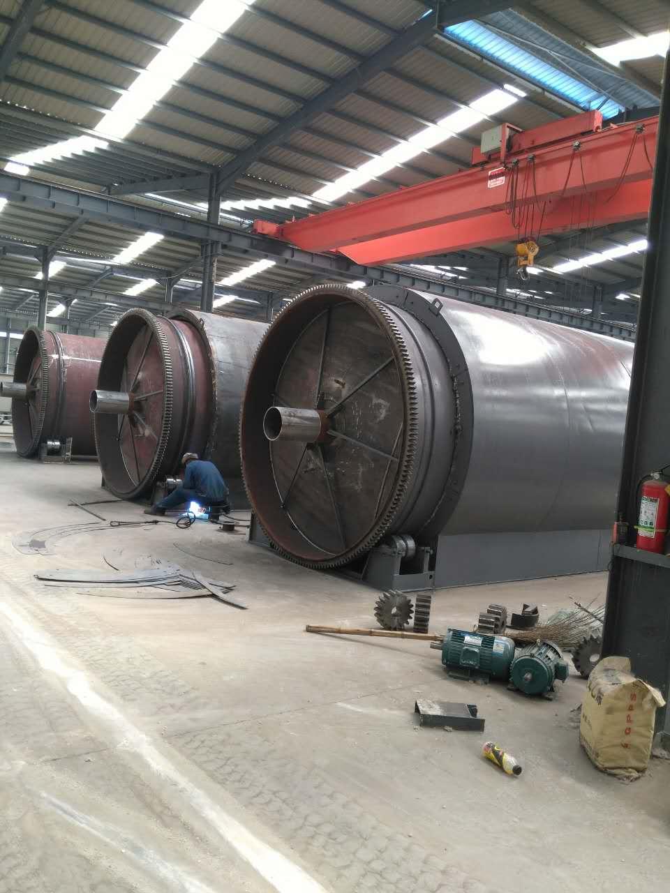 废塑料炼油设备厂家商丘四海更专业 轮胎炼油