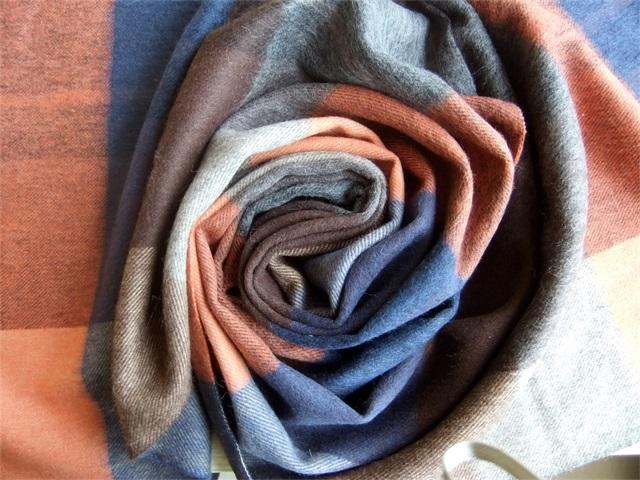 出售呼和浩特物超所值的羊绒围巾——格子围巾