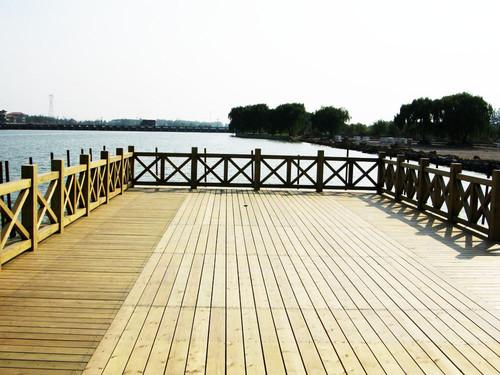 新疆防腐木地板专卖店-出售乌鲁木齐耐用的新疆防腐木地板