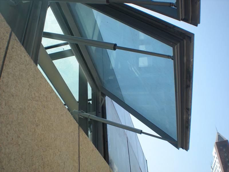 广州鑫海建筑幕墙工程供应可靠的幕墙玻璃安装清洗 ——广州幕墙玻璃安装