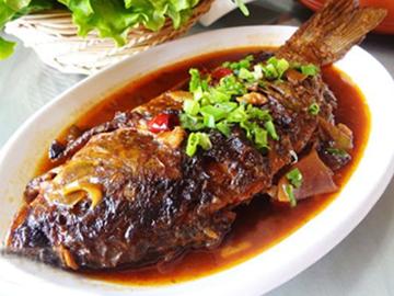 丹东现场选购笨猪肉-供应安全放心的铁锅炖鱼