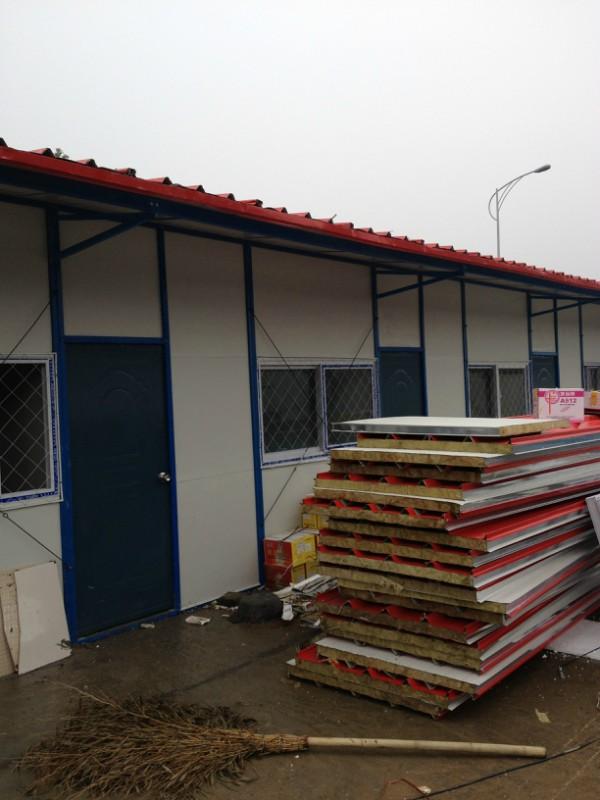 泰興市活動房回收,泰興市鋼結構廠房回收,泰興市夾芯板回收。