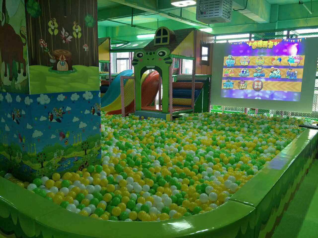 广州酷儿麦动漫科技教你买优质投影互动砸球游乐设备——投影砸球游戏