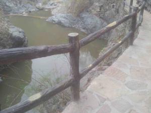 广州水泥仿木护栏厂家-想买合格的仿木护栏厂家,就到获嘉豫龙腾飞游乐设施厂