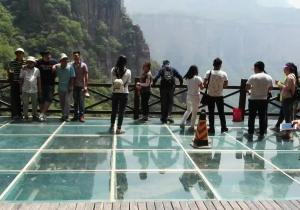 名声好的玻璃吊桥供应商_定做玻璃索道安装