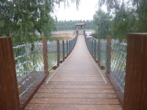 河南新潮的吊桥|厂家直销玻璃吊桥安装