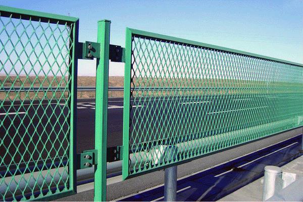 梧州公路护栏网厂家-在哪能买到划算的广西高速公路护栏网