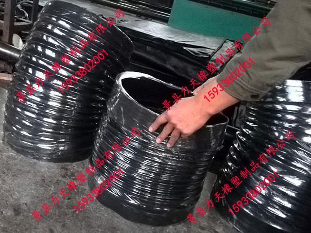 河北优良的扫地车吸尘伸缩胶管供应商_耐老化脆化环卫处吸尘胶管生产厂家