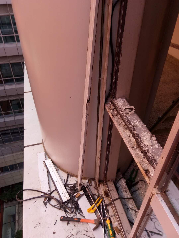 广东高水平的摩登大楼更换幕墙玻璃供应|幕墙打胶换胶