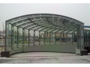 武漢市超峰玻璃信譽好的玻璃鋼雨棚銷售商 鋼結構玻璃雨棚多少錢