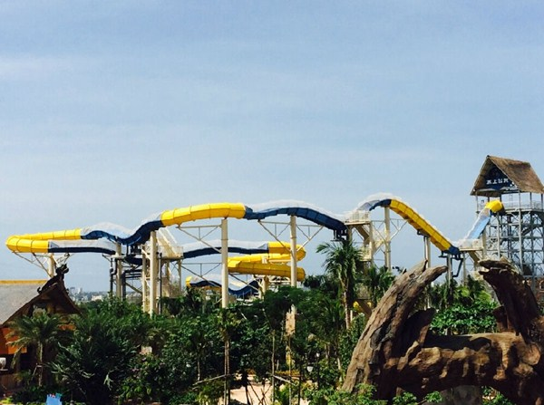 广州〓水滑梯-特◎色的山坡滑梯就在广州星江源游乐设备