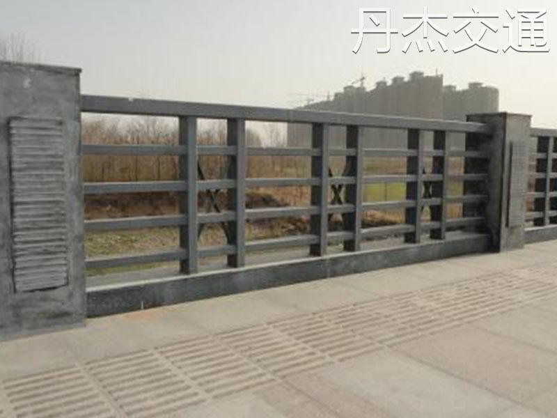 供应桥梁护栏价格,可信赖的桥梁护栏厂家倾情推荐