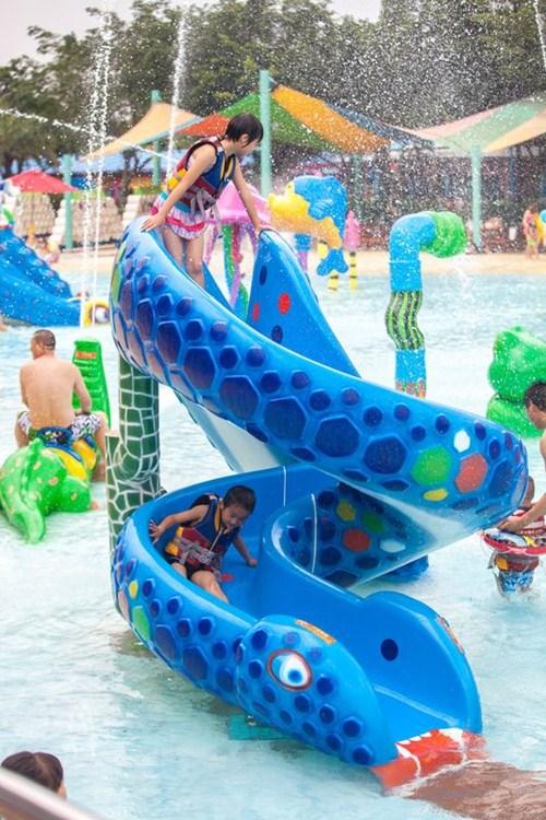 广州蛇形滑梯哪家的好 蛇形水上滑梯