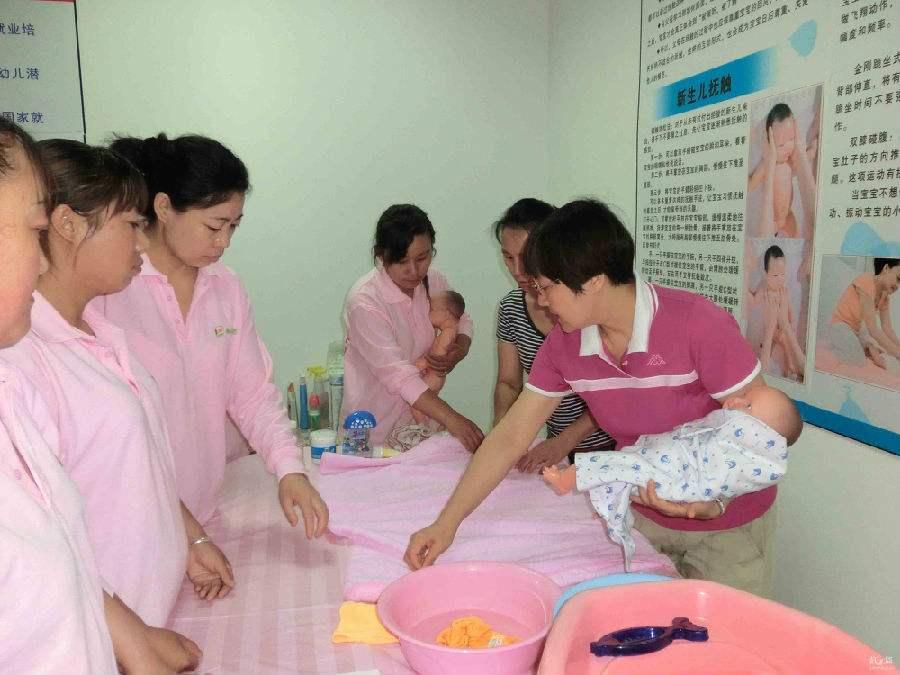 西安找靠谱月嫂、育婴师培训,选优爱母婴服务 西安育婴师培训哪家好