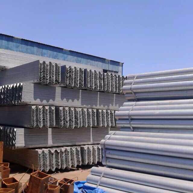 护栏板厂家质量上乘 山东高性价护栏板哪里有卖